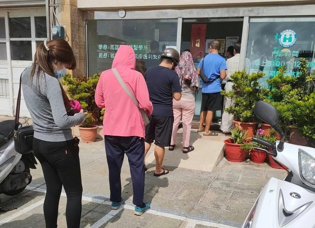 Penghu patients queue up at dermatologyclinics.