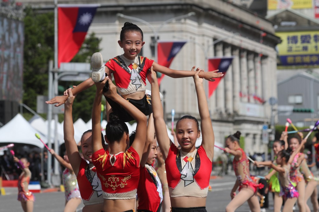 A rhythmic gymnasticsperformance to celebrate National Day in front of Presidential Office Building on Sunday in Taipei.