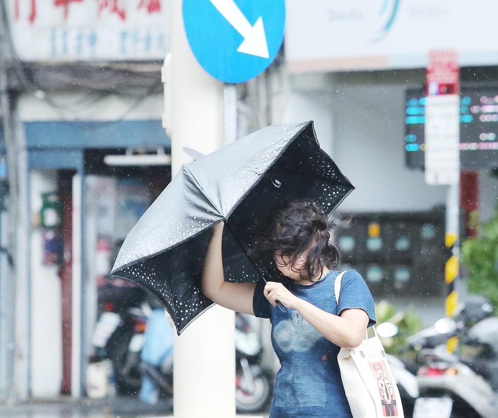 Taiwan caught between Typhoon Kompasu and northeastern monsoon