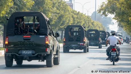 緬甸軍隊車隊(照片來源:美聯社提供)