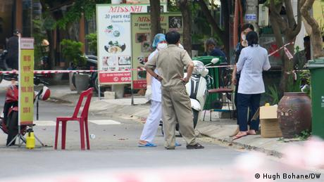 Authorities in Da Nang carry out mass COVID testing for an entire street after one person became infected