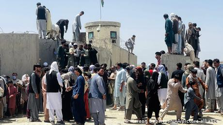 Afghans attempt to flee Taliban in Kabul