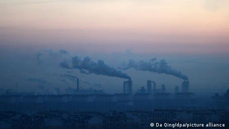 China is building more coal-fired power plants and setting ambitious climate protection goals