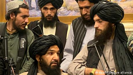 A rule based on armed violence: Taliban fighters in the presidential palace in Kabul