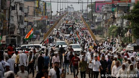 Hundreds of thousands of farmers have descended on the city of Muzaffarnagar in the northern state of Uttar Pradesh