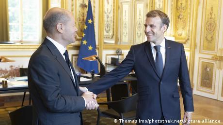 Olaf Scholz and Emmanuel Macron in Paris