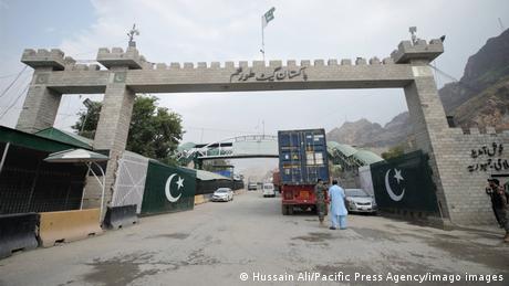 DW's correspondents crossed into Pakistan via the Torkham border crossing