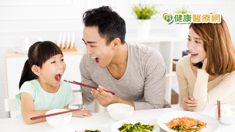 親子共食引高燒 可能是這些原因