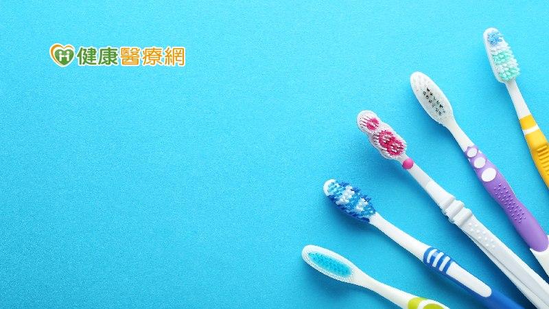 市售牙刷怎麼挑? 牙醫師教兩大選購原則
