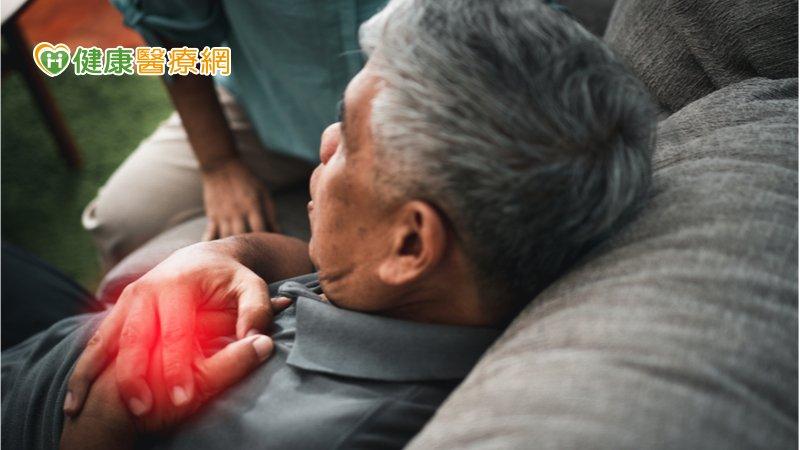 94歲阿公爬樓梯又暈又喘 竟是瓣膜性心臟病惹禍