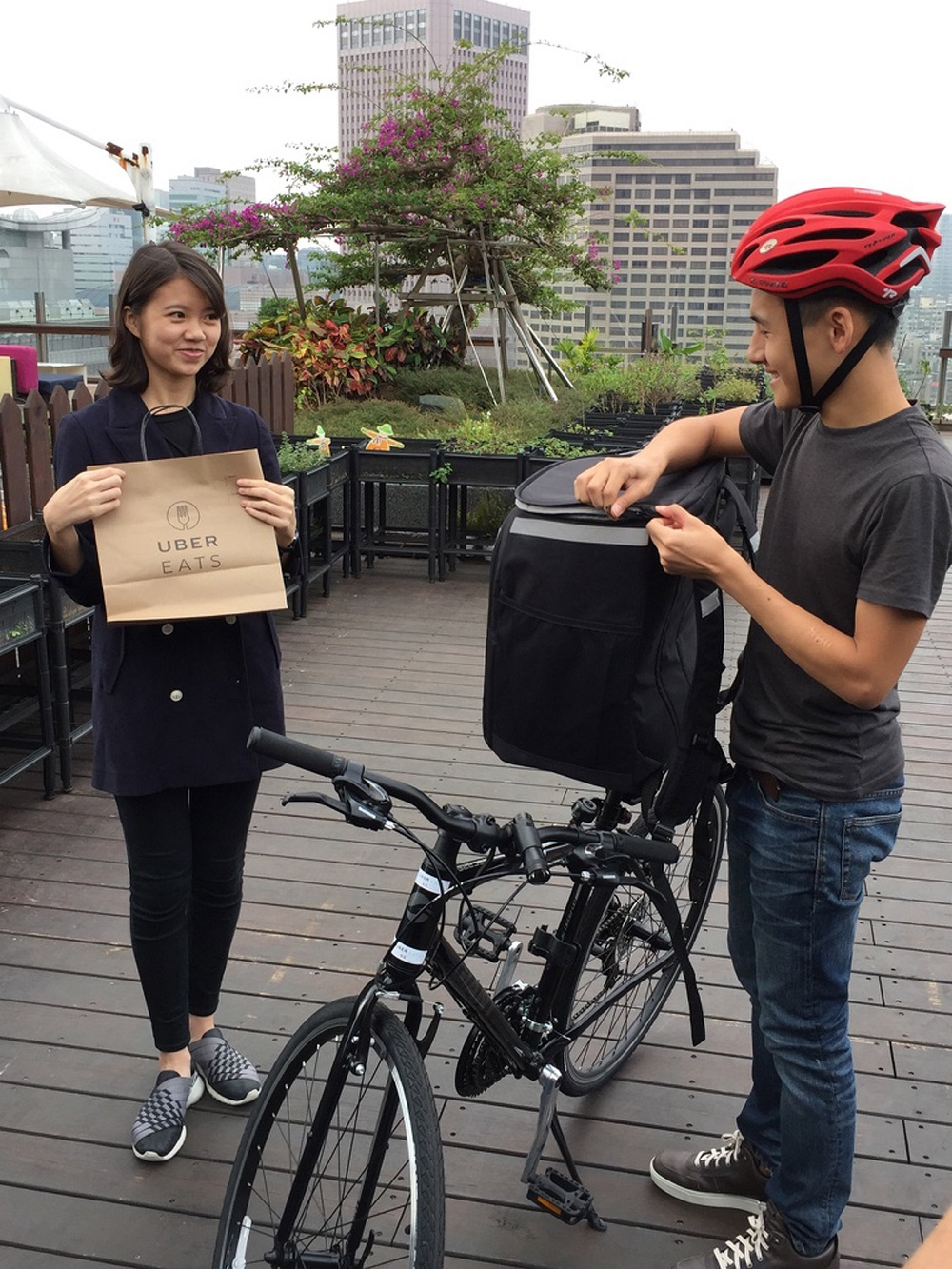 """Uber launched food delivery service """"Uber EATS"""" illegally in Taipei, raising eyebrows in Taiwan"""