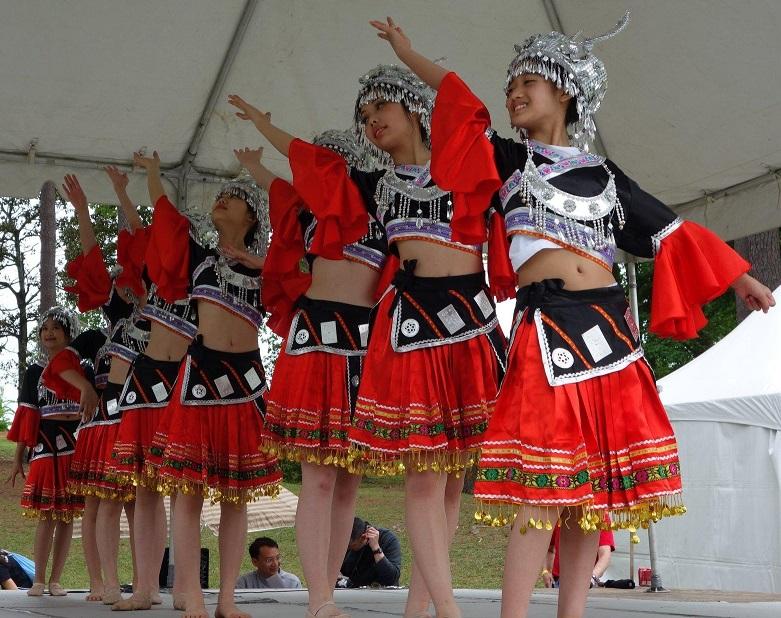 Indigenous Taiwanese women dancing