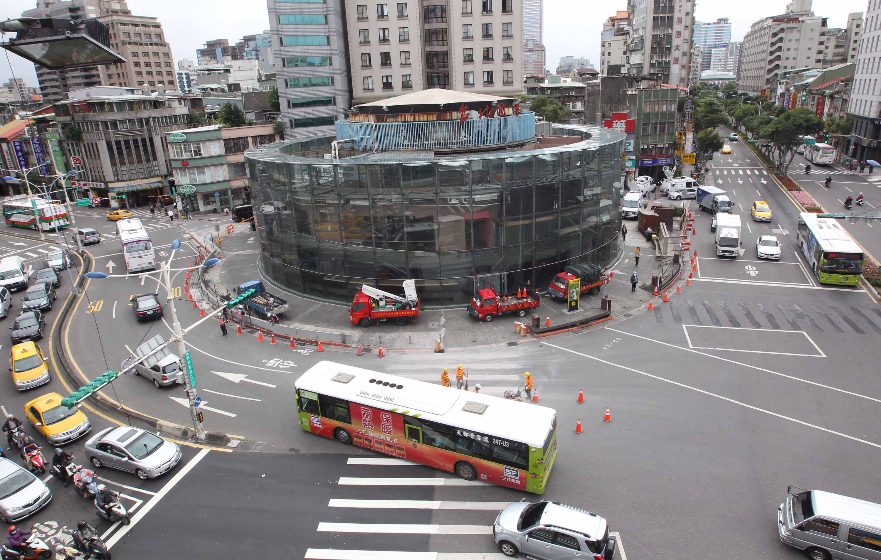 Taipei Circle being prepped for demolition