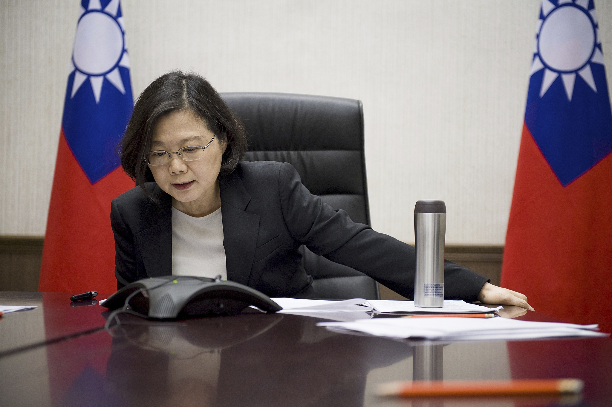 In this Friday, Dec. 2, 2016 photo released by Taiwan Presidential Office Saturday, Dec. 3, 2016, Taiwan's President Tsai Ing-wen speaks with U.S. Pre...