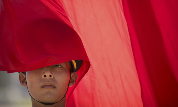 A member of a Chinese honor guard stands with a flag at the Great Hall of the People in Beijing, Wednesday, Aug. 31, 2016. (AP Photo/Mark Schiefelbein...