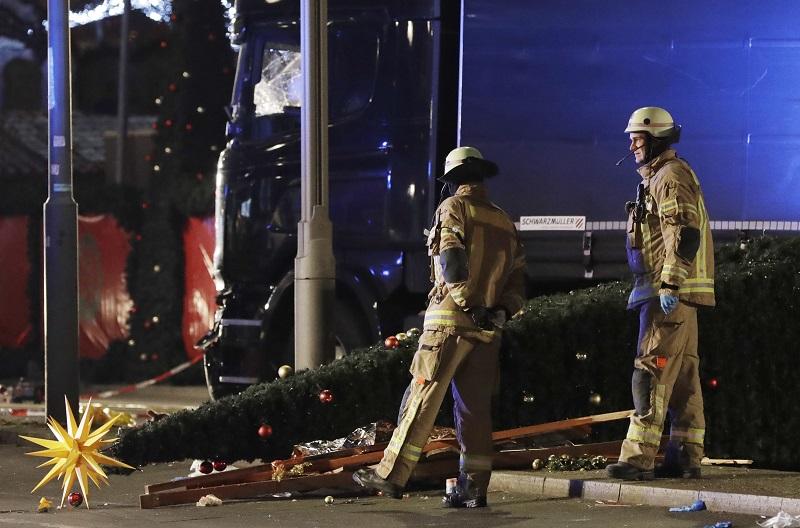 卡車衝進德國柏林耶誕市集 造成12死