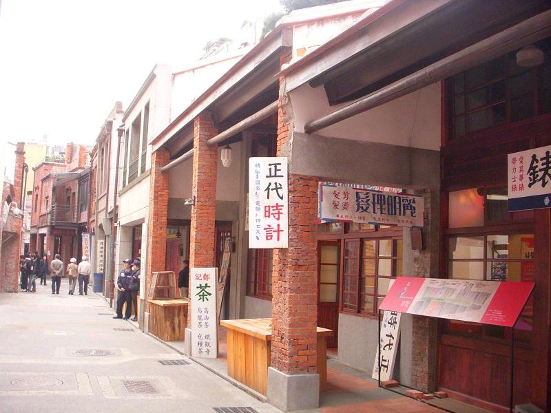 Taipei cranks up tourism facilities around Longshan Temple