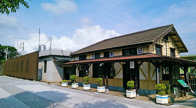La gare Rinnan à Taichung et à Miyazaki