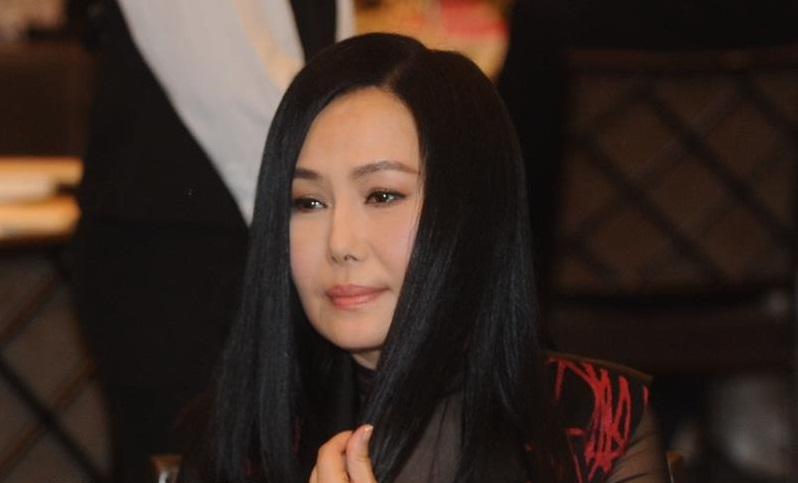 Famous retired singer Jody Chiang Thursday pressed charges against a suspect who allegedly broke in her house, assaulted her younger brother and seize...