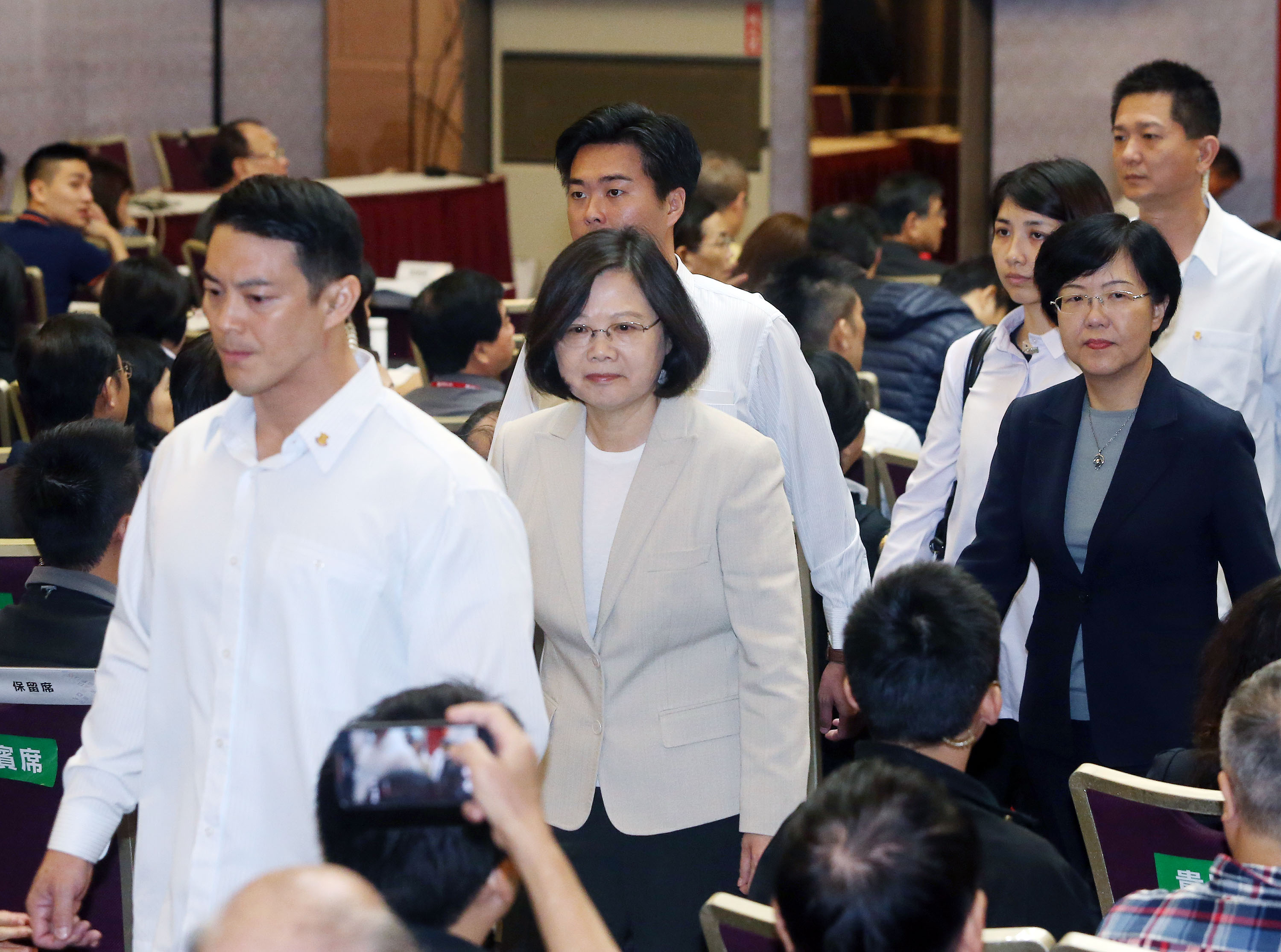 Tsai plunges below 30 percent in TVBS poll