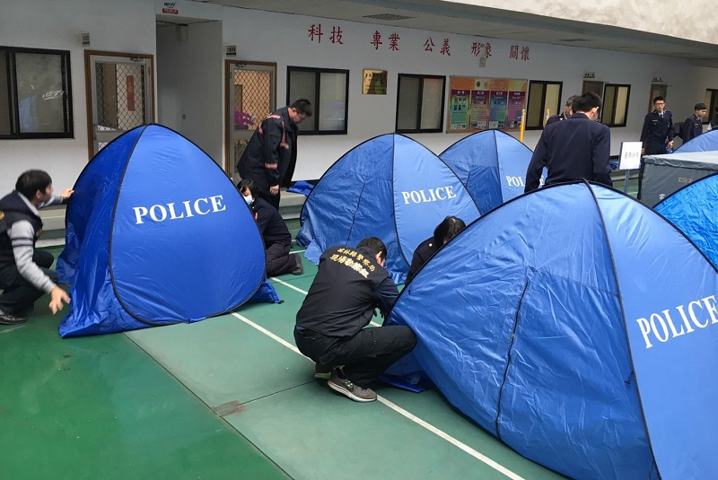 Yunlin ... & Yunlin police use pop up tents to preserve body and dignity of the ...