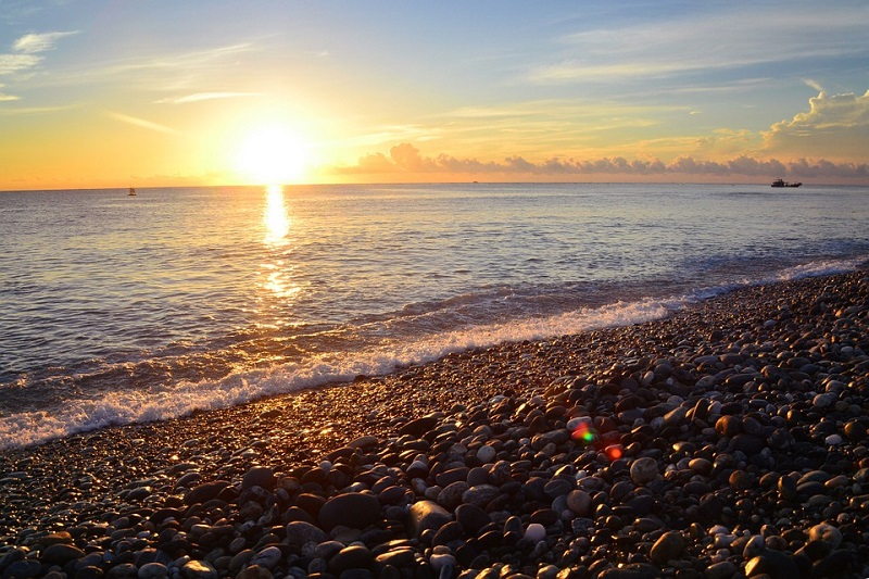 Scenic areas along the East Coast are the hottest spots for viewing the first sunrise of 2017, according to ezTravel's sales tally. (photo source: Pix...