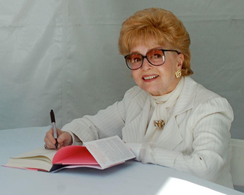 黛比雷諾(攝於2013年4月,圖片來源:維基百科)