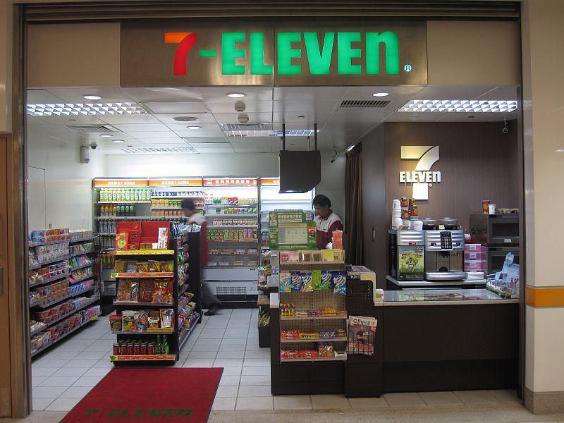 Taipei Bridge Station 7-ELEVEN