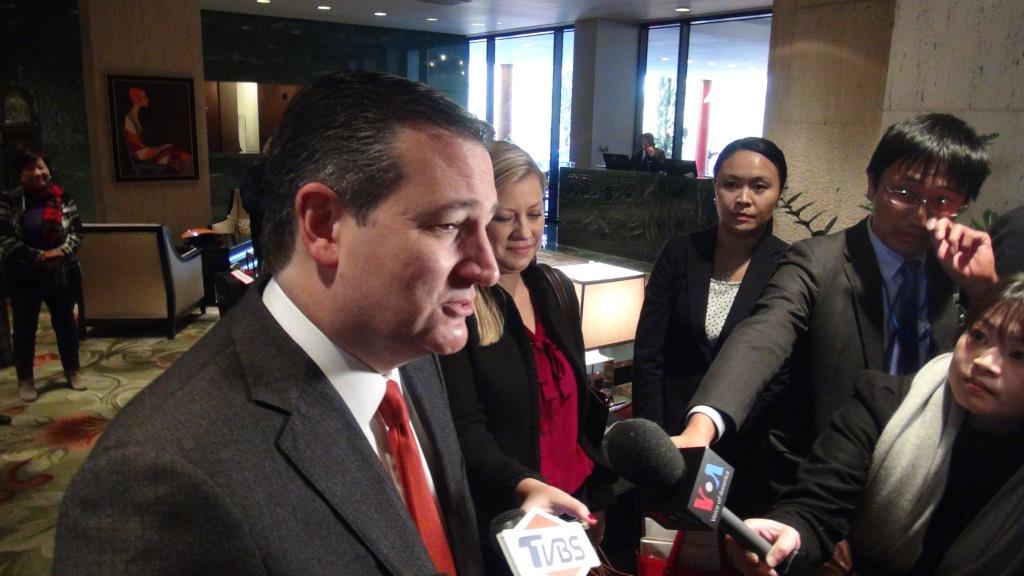 Sen. Ted Cruz, Texas governor meet with President Tsai
