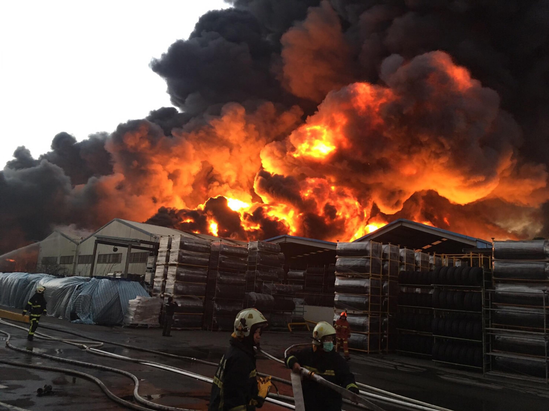 Massive fire breaks out in Zhongli tire factory