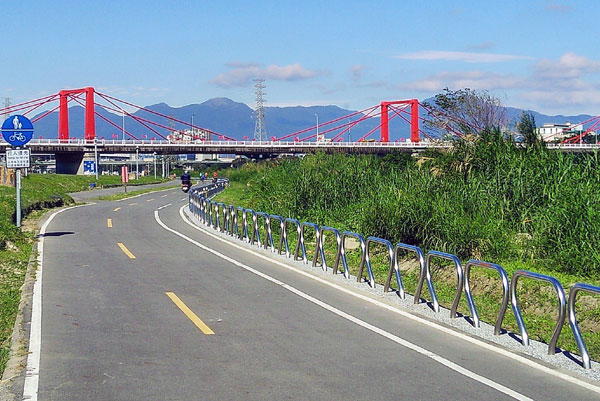 Riverside bike path in Taipei