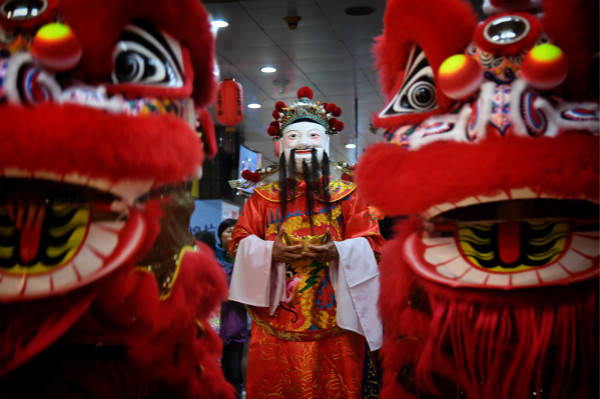 God of wealth comes during Lunar New Year