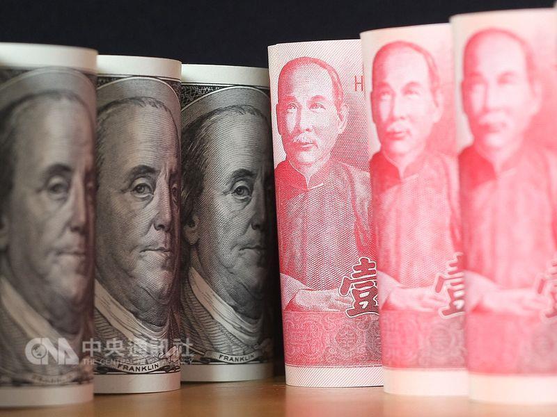 US and Taiwan 100 dollar notes