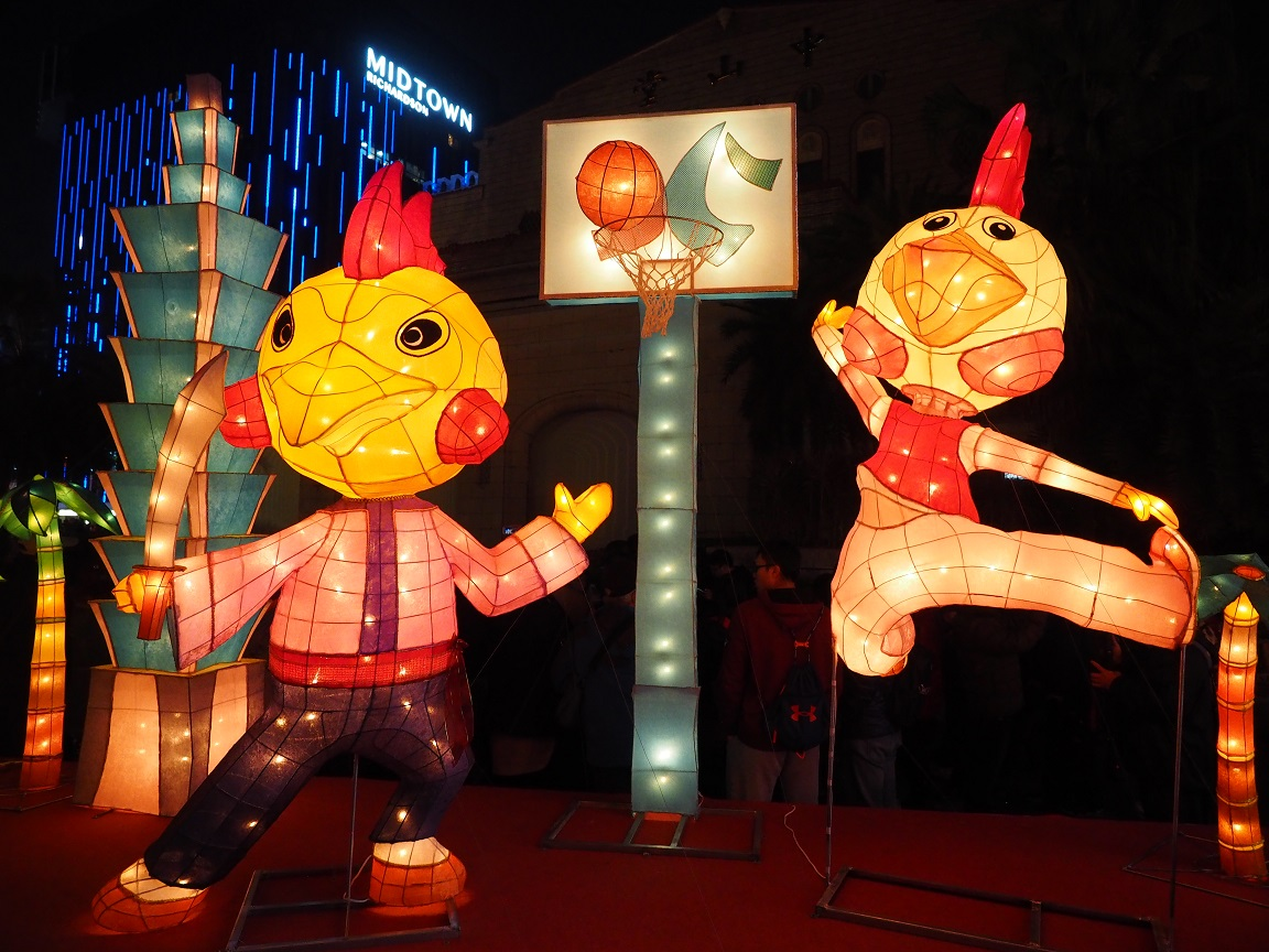 Lantern sculpture of chickens playing basketball