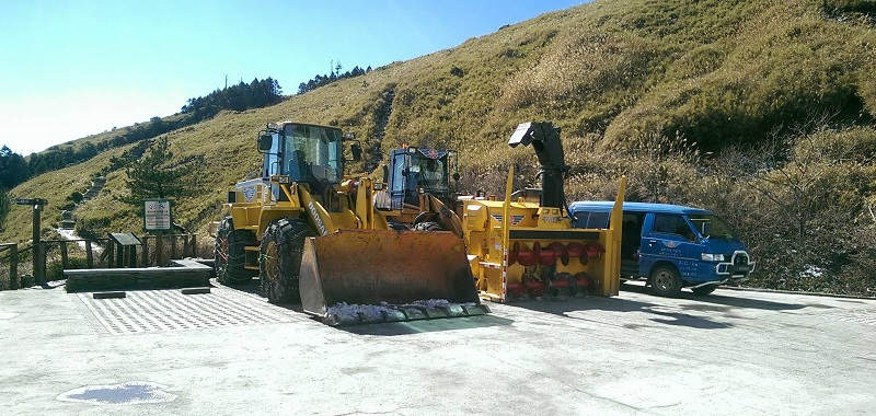 Taiwan's highway maintenance authority got snow removal vehicles ready on Thursday at the Song Syue Lodge, a mountain hotel on Hehuanshan.