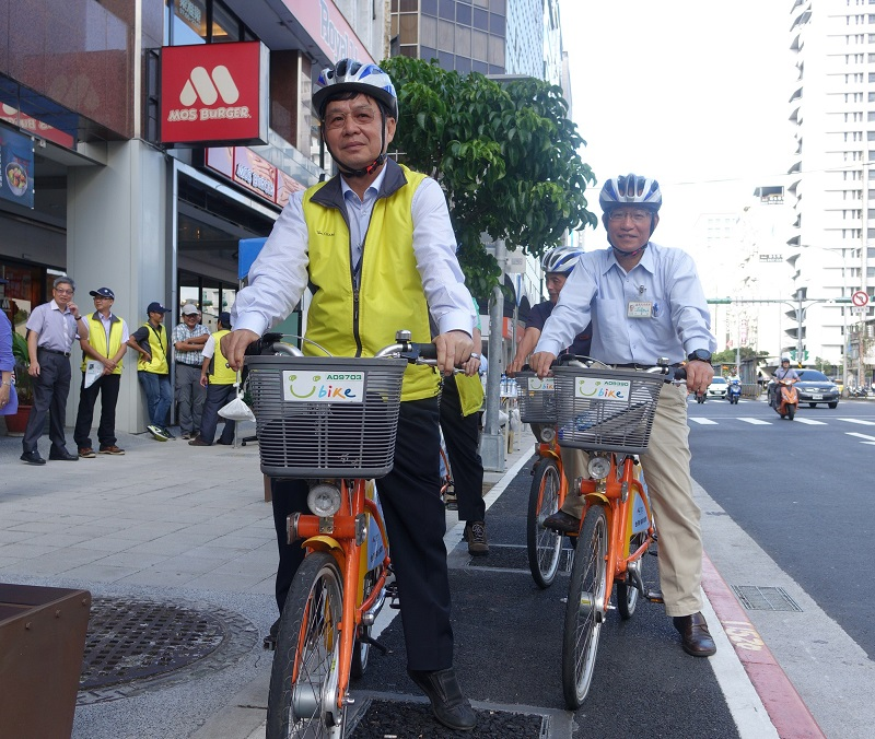 Taipei City Public Works Department Commissioner Pong Cheng-sheng (彭振聲)(left) and Dept. of Transportation Director Chang Jer-yang (張哲揚) (right)
