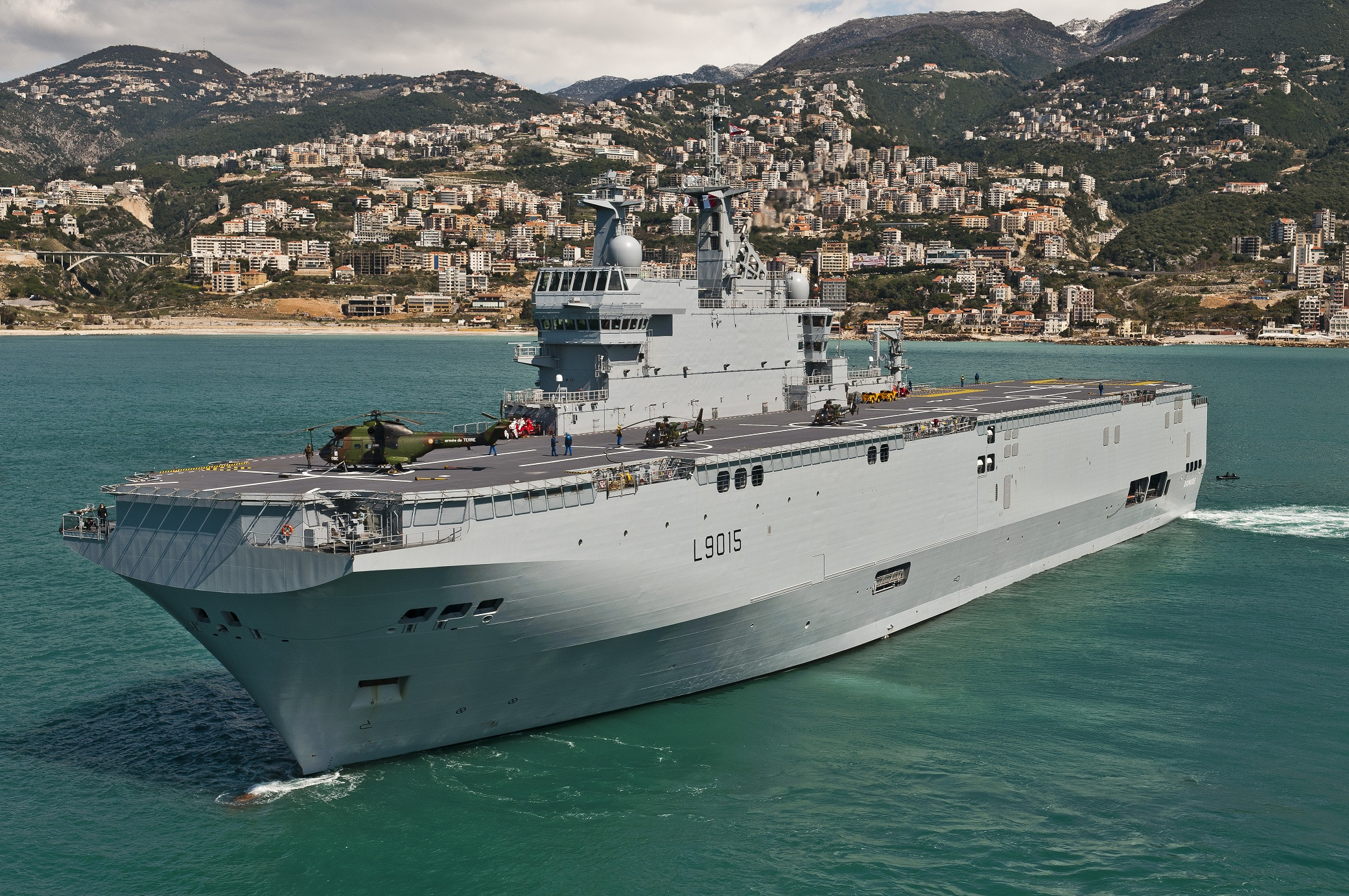 French Mistral-class Dixmude helicopter carrier, very similar in dimensions to proposed Taiwanese carrier.