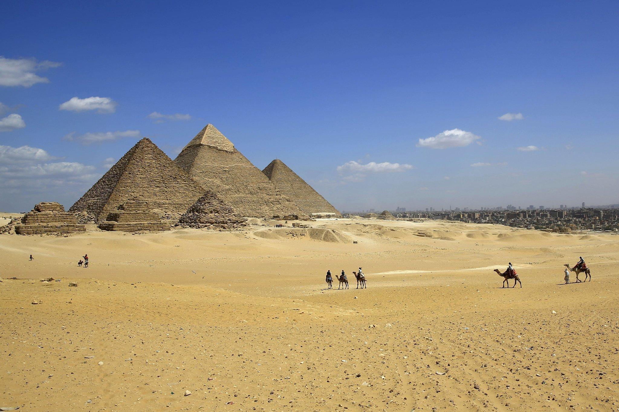 開羅近郊逾二千年兩尊大型法老像出土