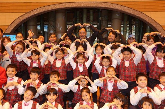 照片為3月10日,朱立倫市長與板橋國小學生合影。