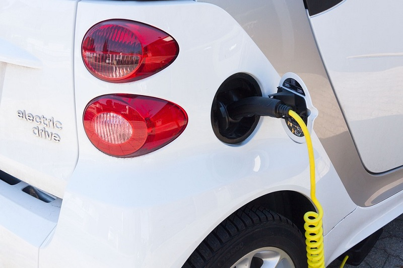 People driving electric cars in Taipei have more places to charge their cars from now. (photo from Pixabay)