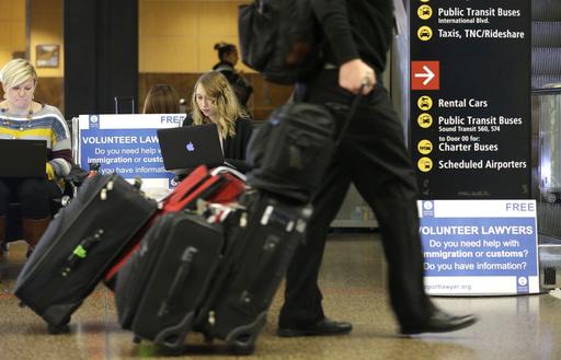 大多數人出國遇到的情況則屬索賄最多,網友也依自身經歷分享該如何應對海關於入境時索賄一事。(圖片來源:AP)