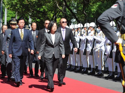 President Tsai visiting a military academy.