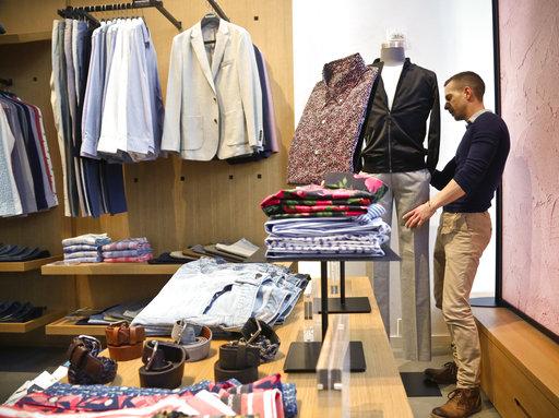 快時尚服飾的消費比例越來越高,但卻開始造成環境問題。(圖片來源:AP)
