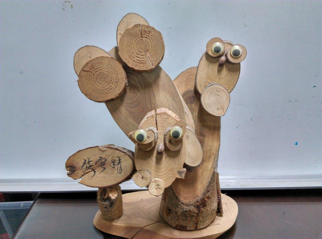 阿里山國家森林遊樂區辦理鋸木片及自由創作體驗活動。(照片由林務局提供)