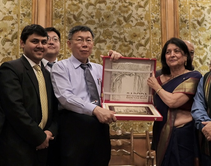 Taipei Mayor Ko Wen-je (third from left)