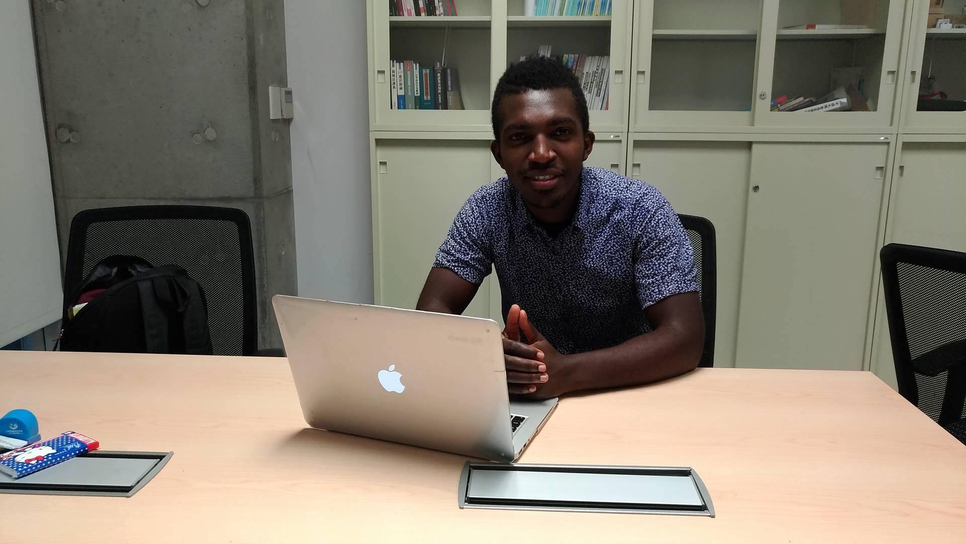 22歲的Amiel Nubaha是盧安達裔澳洲人,是就讀昆士蘭格里菲斯大學的法律與犯罪正義學位四年級學生。