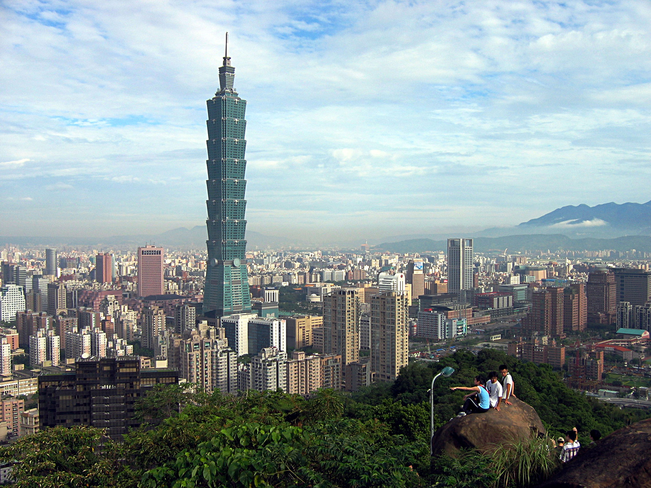 Free half-day tours available for foreign passengers with 7- to 24-hour layovers in Taiwan