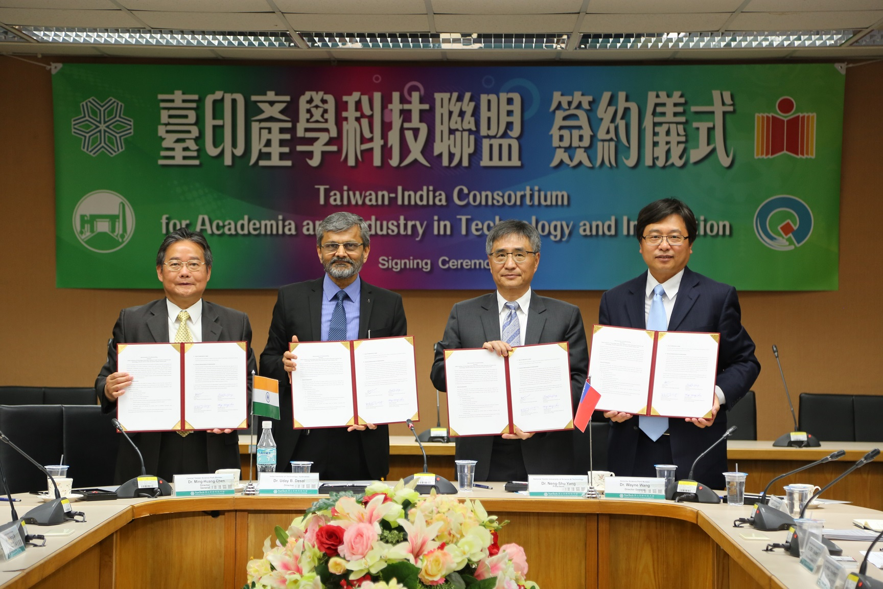 Chen Ming-huang, Uday B. Desai, Yang Neng-shu and Wayne Wang (Image from MOFA)