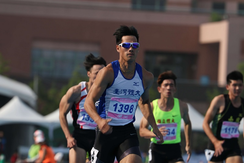 Hank Yang (楊俊瀚), dubbed the fastest man in Taiwan, clocked a time of 10.22 seconds in the men's 100-meter sprint Monday at this year's National Interc