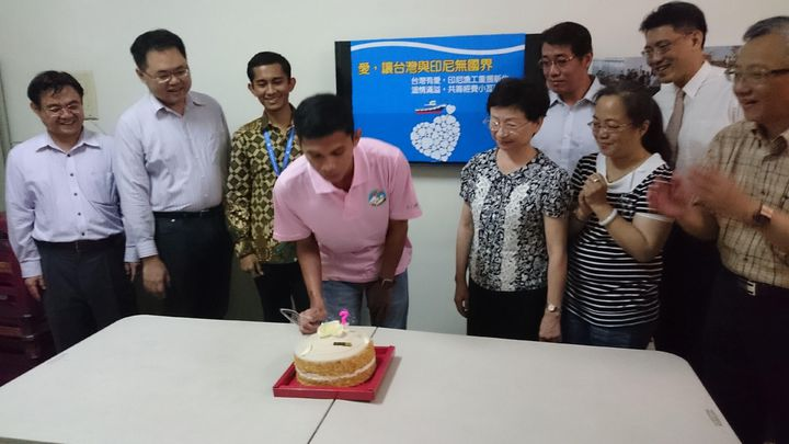 """""""Hsiao Wa"""" celebrates his successful recovery. (Photo from Kaohsiung Government website)"""
